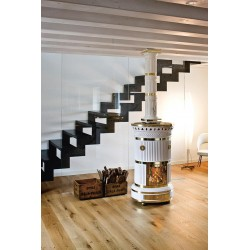Poêle à bois en céramique Maria Luigia Sergio Leoni. Céramique blanche